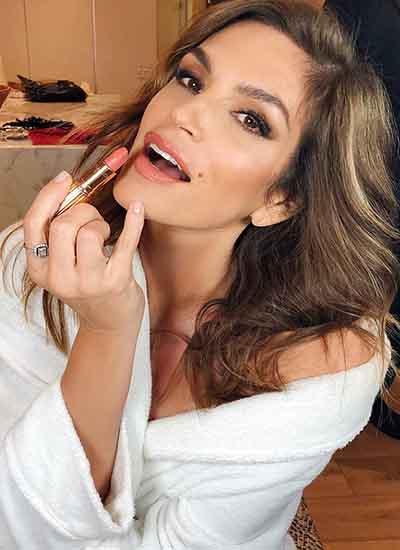 Cindy Crawford wears Charlotte Tilbury's new Lipstick (Instagram 2019)